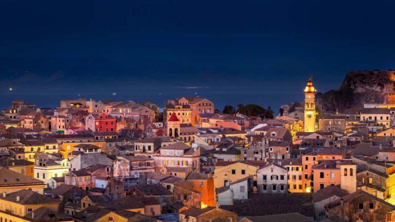 κέρκυρα-παλιά-πόλη-επτάνησα-ελλάδα-Άγιος-Σπυρίδωνας-γραφικά-μνημεία-παράδοση-Ενετοί-Παλαιό-φρούριο-Ιταλία-Ελλάδα-Ιόνιο-Πέλαγος-Καλοκαίρι-νύχτα-ουρανός-αστέρια