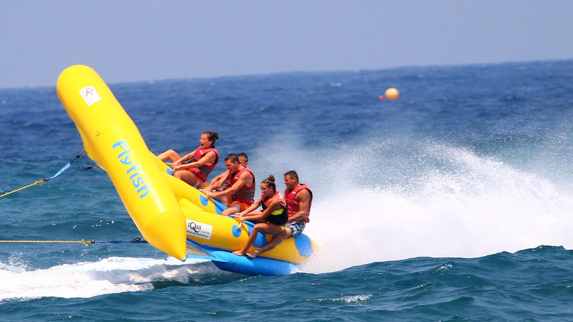 dassia-ski-club-Καλοκαιρινά αθλήματα-Θαλάσσια σπορ-Κέρκυρα-fly-fish-Διασκέδαση-Πλάκα-Δασσιά-Θάλασσα-Καλοκαίρι-Παραλία-Ακτή-Αδρεναλίνη-Σκάφος-Ρυμούλκηση-Κύματα-Άθληση-Παρέα-Φίλοι-Οικογένεια-Καλοκαίρι-στην-Κέρκυρα-Διακοπές-Εκδρομή-Ελεύθερος χρόνος-Σπάστε-Πλάκα-Δραστηριότητες