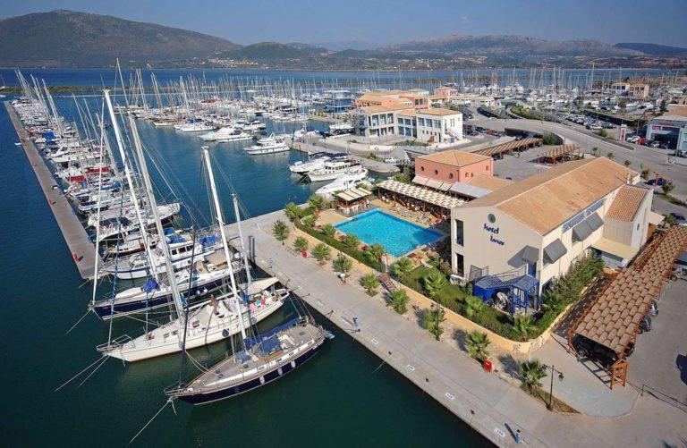 γουβιά-μαρίνα-κέρκυρα-επτάνησα-ιόνιο-πέλαγος-ελλάδα-καλοκαίρι-πολυτέλεια-σκάφη-τουρισμός-παροχές-εγκαταστάσεις-καφετέριες-εστιατόρια
