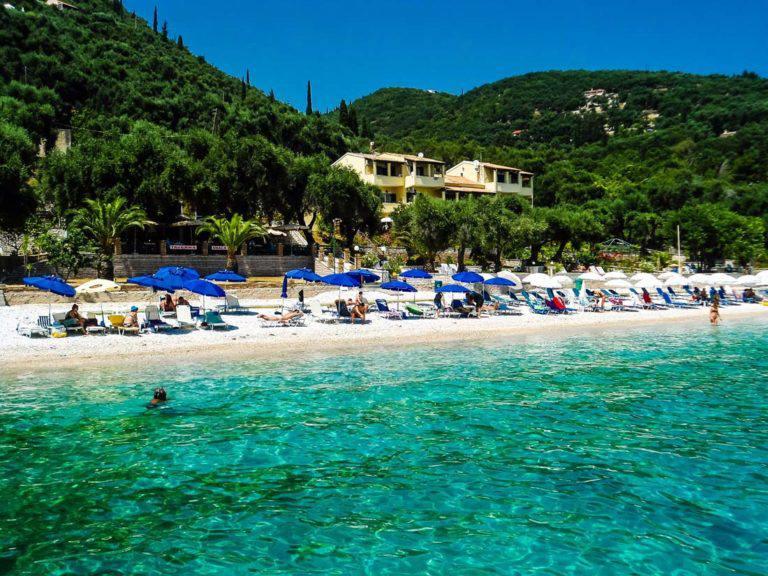 Nisaki-Strand-Korfu-Ionisches-Meer-organisierte-Strand-Tauchen-Beach-Bars-Tavernas-Fisch
