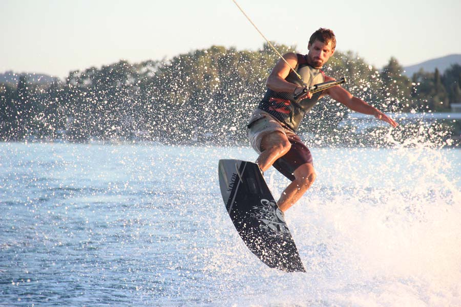 dassia-corfu-wakeboard-summer-activities-water-sports-adrenaline-sports-practice-fun-holidays-in-corfu